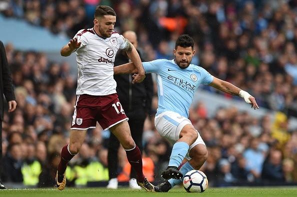 Man City vs Burnley (3-0): Aguero lap ky luc ghi ban hinh anh 18