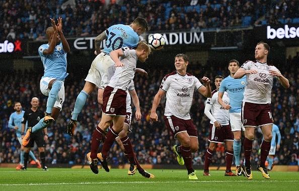 Man City vs Burnley (3-0): Aguero lap ky luc ghi ban hinh anh 29