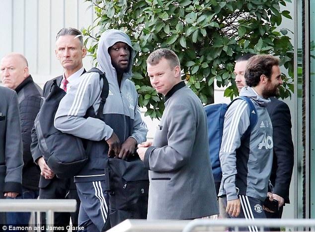 Rooney den khach san truoc doi cu MU anh 4