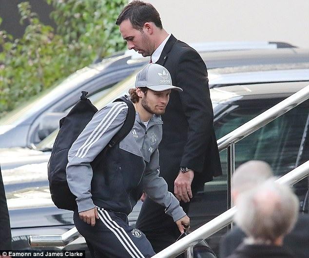 Rooney den khach san truoc doi cu MU anh 7