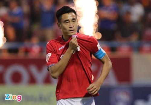 Choi hon 2 nguoi, CLB Quang Nam tro lai ngoi dau khi thang Da Nang 2-0 hinh anh 3
