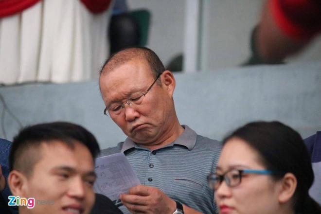 Choi hon 2 nguoi, CLB Quang Nam tro lai ngoi dau khi thang Da Nang 2-0 hinh anh 17