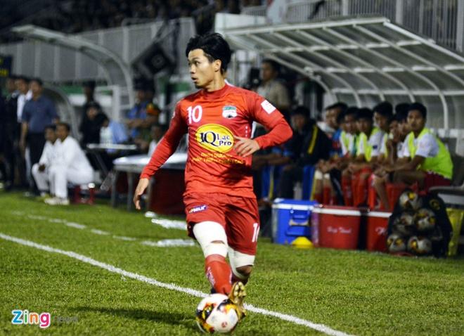 Choi hon 2 nguoi, CLB Quang Nam tro lai ngoi dau khi thang Da Nang 2-0 hinh anh 5