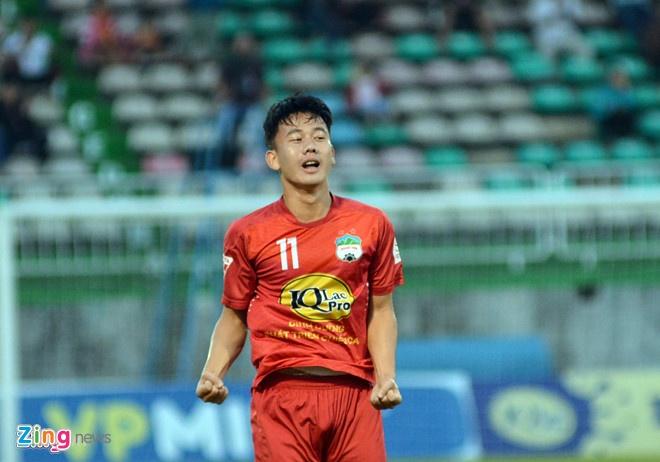 Choi hon 2 nguoi, CLB Quang Nam tro lai ngoi dau khi thang Da Nang 2-0 hinh anh 7