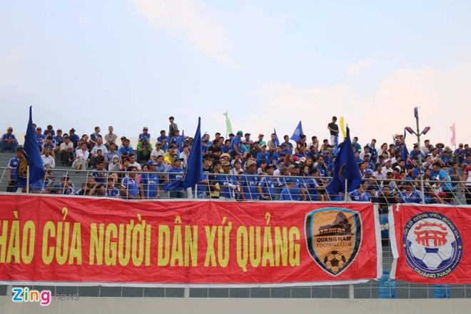 Choi hon 2 nguoi, CLB Quang Nam tro lai ngoi dau khi thang Da Nang 2-0 hinh anh 14