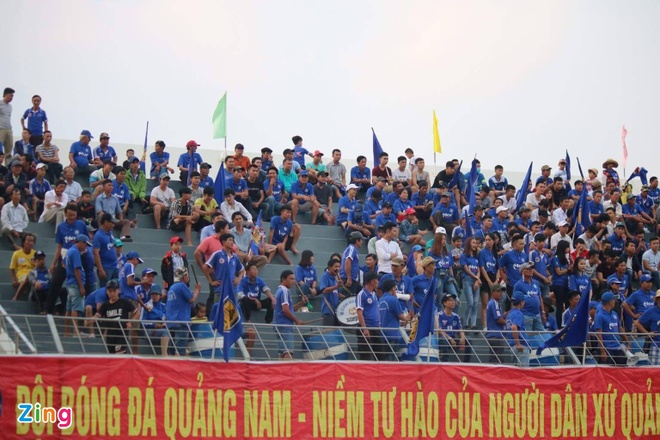 Choi hon 2 nguoi, CLB Quang Nam tro lai ngoi dau khi thang Da Nang 2-0 hinh anh 13