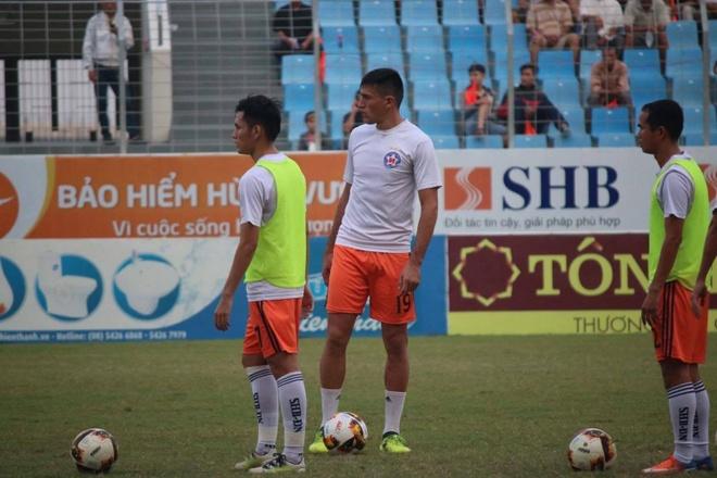 Choi hon 2 nguoi, CLB Quang Nam tro lai ngoi dau khi thang Da Nang 2-0 hinh anh 16
