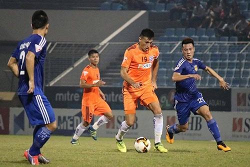 Choi hon 2 nguoi, CLB Quang Nam tro lai ngoi dau khi thang Da Nang 2-0 hinh anh 20