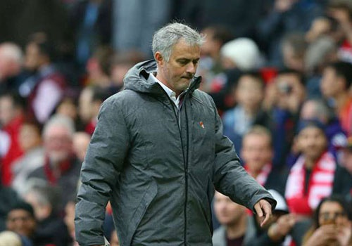 Mourinho: 'CDV MU co quyen la o cau thu, huan luyen vien' hinh anh
