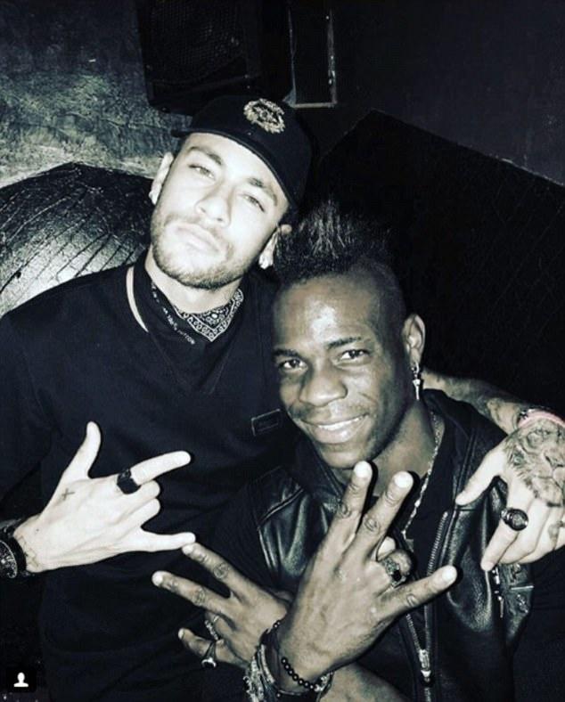 Mario Balotelli dem niem vui bat ngo cho Neymar hinh anh 1