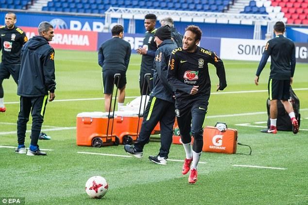 Mario Balotelli dem niem vui bat ngo cho Neymar hinh anh 2