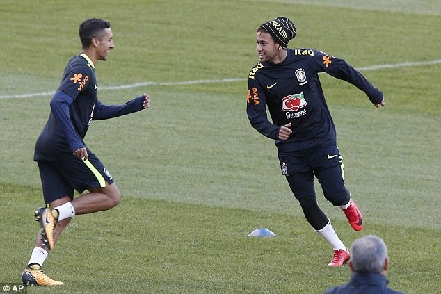 Mario Balotelli dem niem vui bat ngo cho Neymar hinh anh 3