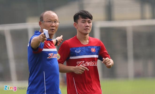 HLV Hoang Van Phuc mung phat khoc khi CLB Quang Nam len ngoi dau hinh anh 17