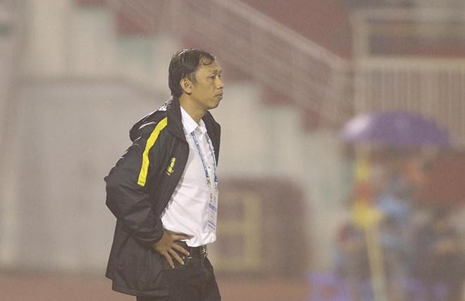 HLV Hoang Van Phuc mung phat khoc khi CLB Quang Nam len ngoi dau hinh anh 9