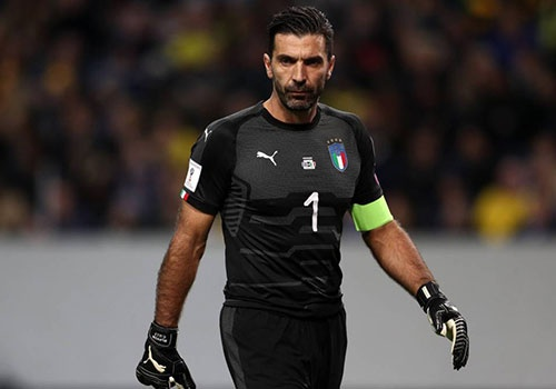 Buffon va dong doi cang thang truoc tran tranh ve World Cup hinh anh
