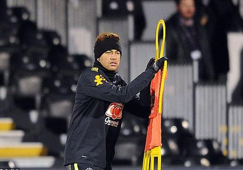 Neymar tro lai tap luyen sau khi khoc trong buoi hop bao hinh anh