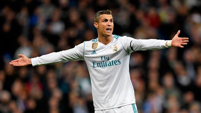 Ronaldo muon 7 qua bong vang va 7 dua con hinh anh 1