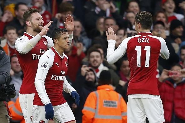 Arsenal thang Tottenham 2-0, ap sat top 4 Premier League hinh anh