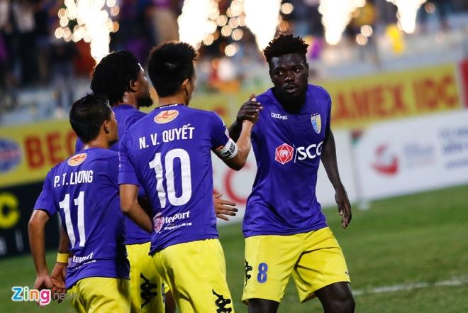 Bau Hien cuoi hanh phuc khi CLB Ha Noi thang doi Quang Nam 1-0 hinh anh 13
