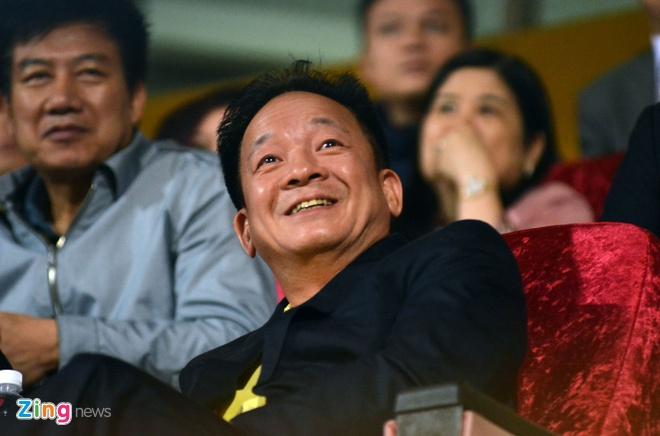 Bau Hien cuoi hanh phuc khi CLB Ha Noi thang doi Quang Nam 1-0 hinh anh 1