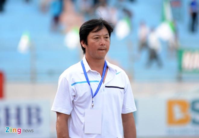 Bau Hien cuoi hanh phuc khi CLB Ha Noi thang doi Quang Nam 1-0 hinh anh 8