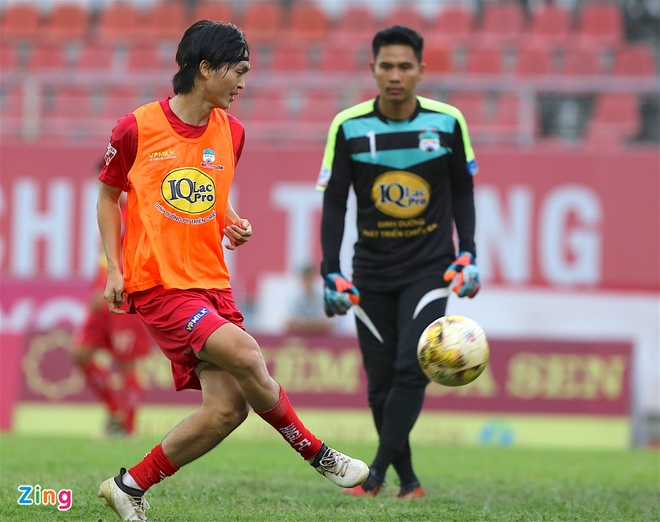 Bau Hien cuoi hanh phuc khi CLB Ha Noi thang doi Quang Nam 1-0 hinh anh 11