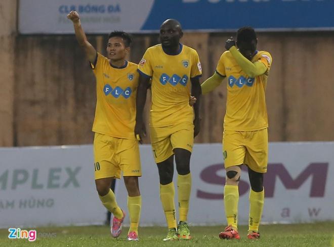 Bau Hien cuoi hanh phuc khi CLB Ha Noi thang doi Quang Nam 1-0 hinh anh 15