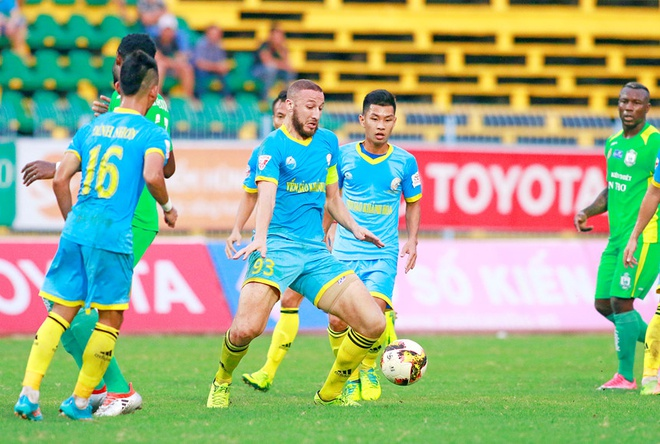 Bau Hien cuoi hanh phuc khi CLB Ha Noi thang doi Quang Nam 1-0 hinh anh 16