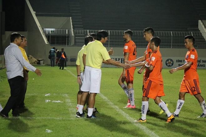 Bau Hien cuoi hanh phuc khi CLB Ha Noi thang doi Quang Nam 1-0 hinh anh 7