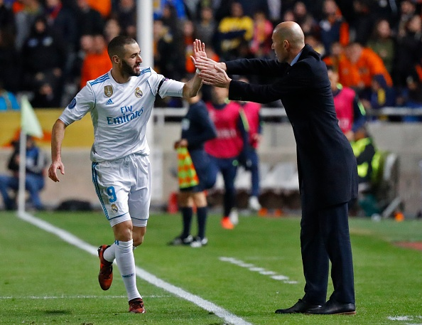 Ronaldo va Benzema lam HLV Zidane phan khich anh 1