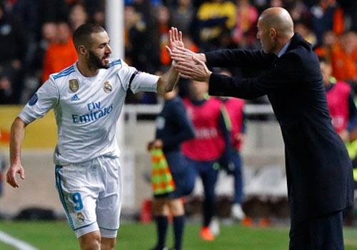 Ronaldo va Benzema lam HLV Zidane phan khich hinh anh