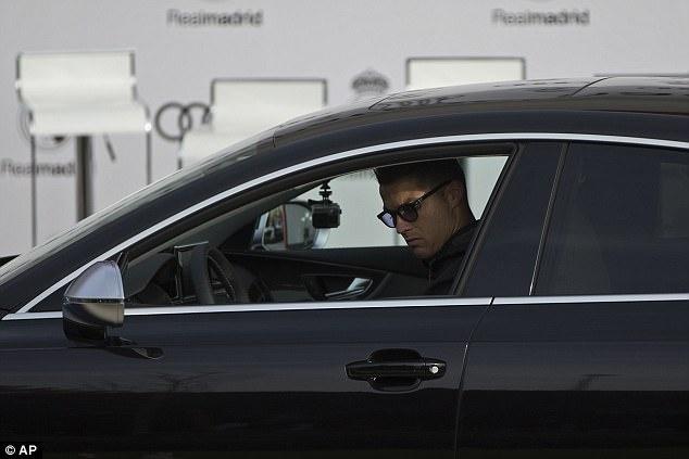 Ronaldo nhan xe sang anh 1