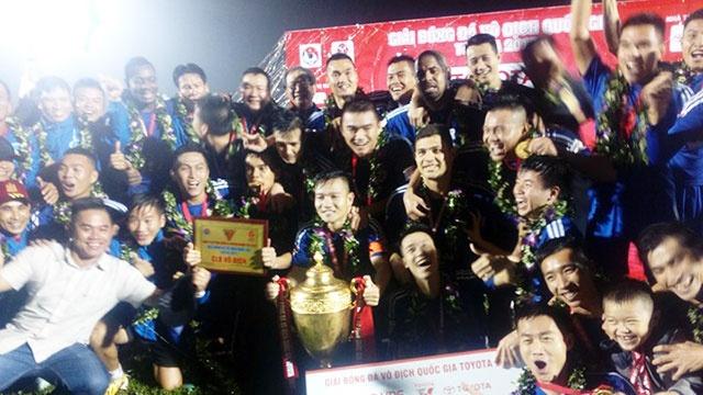 CLB Quang Nam lan dau vo dich V.League sau cuoc dua kich tinh hinh anh