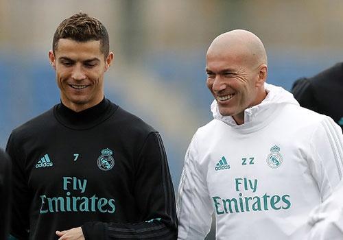 Ronaldo cuoi tuoi, HLV Zidane loai Bale va Ramos hinh anh