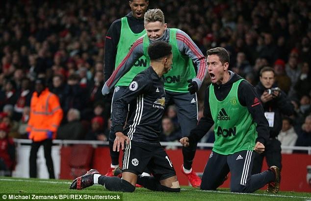 Dan sao MU tro ve trong dem sau chien thang truoc Arsenal hinh anh 6