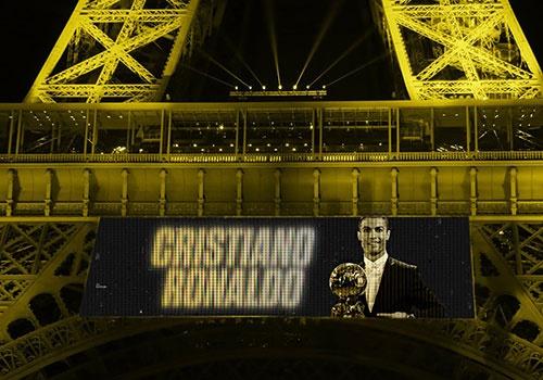 Hinh anh Ronaldo nhan Qua bong vang xuat hien tren mang xa hoi hinh anh