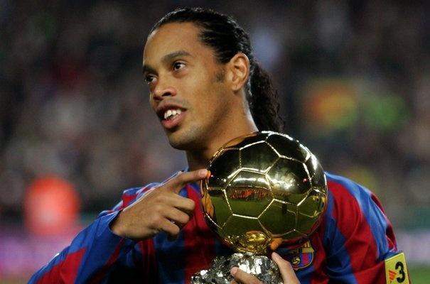 Ronaldinho quyet dinh giai nghe nam 2018 hinh anh 1