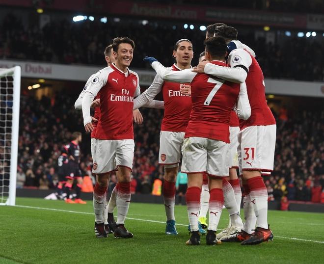 Southampton vs Arsenal (1-1): Giroud danh dau cuu 'Phao thu' hinh anh 10