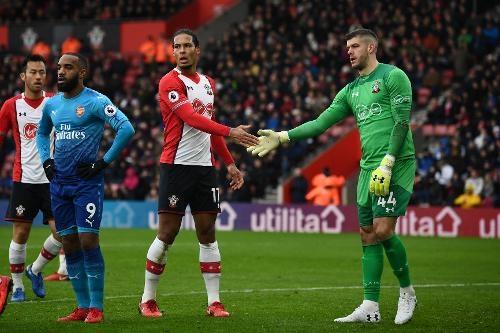 Southampton vs Arsenal (1-1): Giroud danh dau cuu 'Phao thu' hinh anh 21