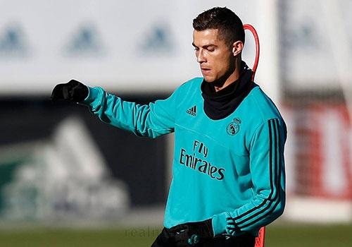 Ronaldo tro lai tap luyen, san sang cho El Clasico hinh anh 1