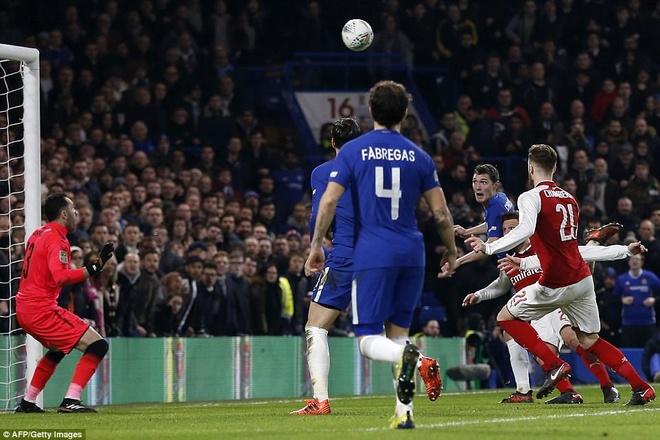 Arsenal hoa Chelsea nho thu mon Ospina va cot doc hinh anh 11