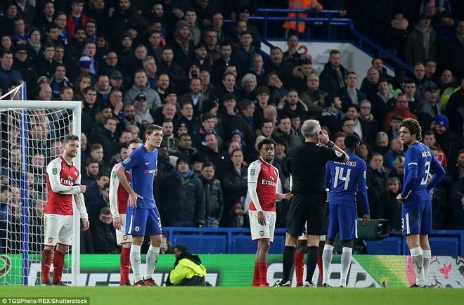 Arsenal hoa Chelsea nho thu mon Ospina va cot doc hinh anh 12