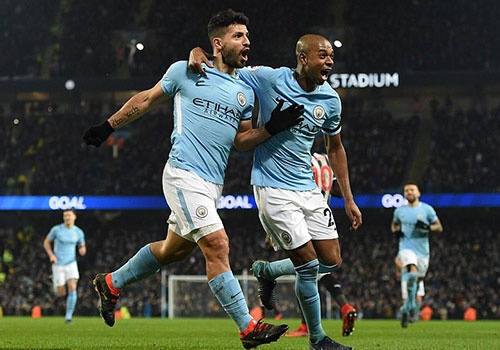 Aguero lap hat-trick giup Man City thang Newcastle 3-1 hinh anh