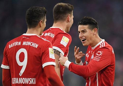 Bayern thang 4-2 nho James Rodriguez, Lewandowski va Mueller hinh anh