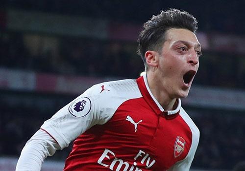 Mesut Oezil ky hop dong voi Arsenal den nam 2021 hinh anh