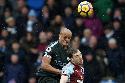 Burnley 1-1 Man City: Sterling dut diem te, HLV Guardiola tuc gian hinh anh 17