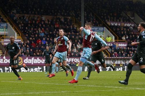 Burnley 1-1 Man City: Sterling dut diem te, HLV Guardiola tuc gian hinh anh 27