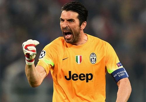 Juventus tro lai ngoi dau, Buffon lap moc 500 tran hinh anh