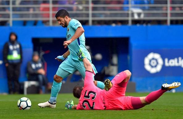 Eibar 0-2 Barca: Hung phan truoc khi gap Chelsea o Champions League hinh anh 13