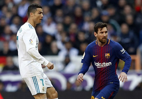 Messi va CR7 bat khoi doi hinh hay nhat luot di vong 1/8 o cup chau Au hinh anh